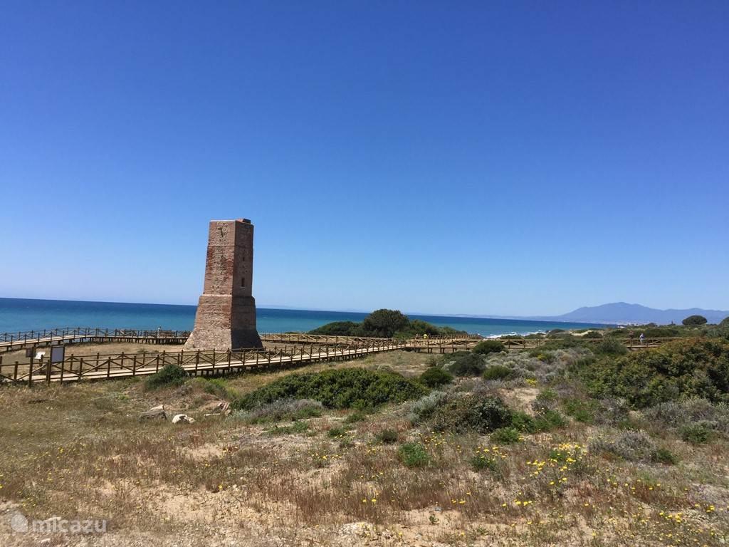 Wandelpad langs strand van Cabopino