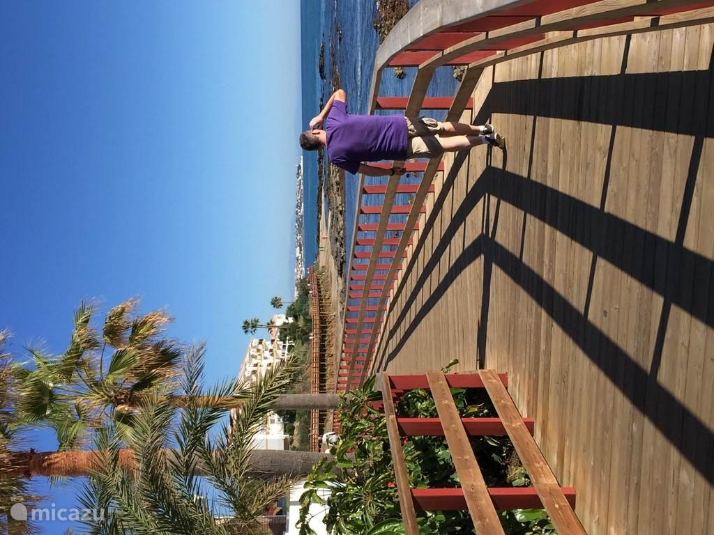 Het nieuwe houten wandelpad langs het strand (Van Calahonda tot La Cala). Zie filmpje 2