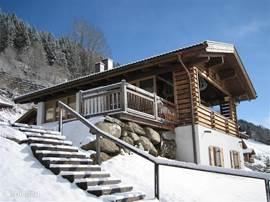 Luxe sfeervol zonnig chalet (2007) met sauna,4 slaapk, 3 badk, overdekte garage(2), -zwembad (150m) 3 terras/balkon + tuin op het zuiden in Wald/Konigsleiten. 3 Skigebieden (Gerlos/ZillertalArena en Wildkogel/Kitzbühel).
