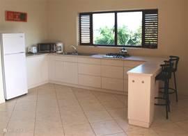 ruime keuken in de luxe en comfortabele 4 appartementen