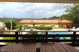 VIEW vanaf Apartment 1&2 met zicht op zwembad,Apartments 3&4 en het natuurpark van de Jan Thiel Lagune
