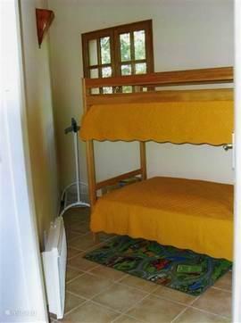 kleine slaapkamer met stapelbedden 1.90 m. lang