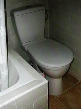 w.c. en bad in badkamer nieuw gedeelte huis
