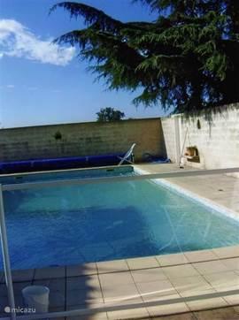 privézwembad met terrassen rondom en veiligheidshek, van p.v.c.