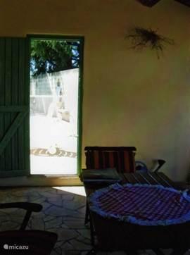 overdekt terras met deur naar privézwembad