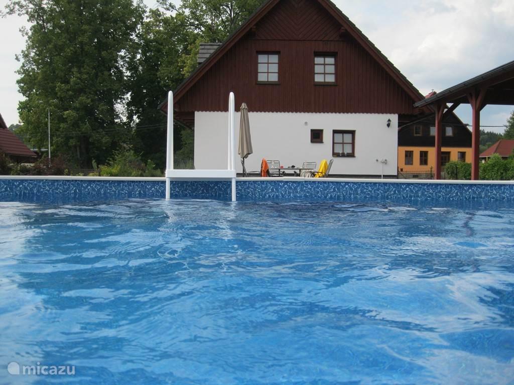 Leuke foto ......................... Is genomen aan de achterzijde van het zwembad