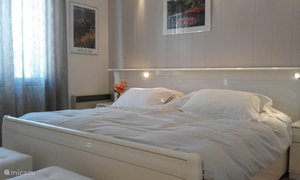 2 persoons slaapkamer met bed van 180 x 200
