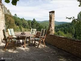 Het terras van Aujac, met het unieke uitzicht.