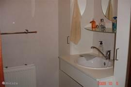 Badkamer ruim en schoon