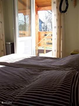 Via de slaapkamer gaat een deur naar terras.