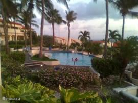 Leuke gezellige studio op rustig resort. Het resort ligt tegenover het strand, naast het Hilton Hotel. 24 uursbeveiliging en zwembad aanwezig. Prijs is voor 2 personen.