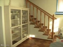 inkom met trap naar bovenverdieping