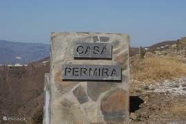 Casa Permira staat bij de poort aangegeven.
