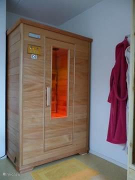 Wellness! Na een dagje buiten heerlijk relaxen met ontspannende muziek in de Infrarood sauna in de woning.