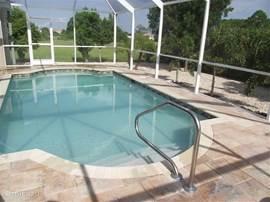 Volledige privacy in het zwembad met optioneel op te zetten safety screen, veilig idee als u kleintjes bij u heeft!
