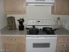 Vaatwasser, magnetron, fornuis, waterkoker, koffie apparaat, broodroosters etc.