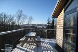 Zowel zomers als 's winters is het genieten op de buitenruimte met zonnig terras.