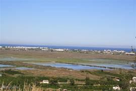 Uitzicht op het natuurpark El Marjal.