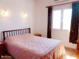Slaapkamer 1, 2-persoons bed, airco, eigen badkamer