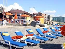 Het dichtstbijzijnde strand is op 1,5 km. afstand.