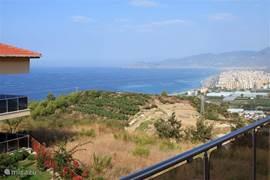 Dit is het uitzicht vanaf uw terras, dat aan de woonkamer en keuken grenst.