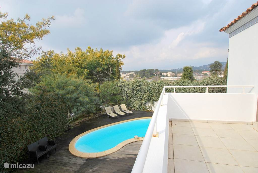 From the terrace overlooking the mountains to Grasse