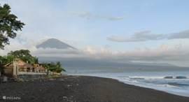 Het strand bij Amed, Oost-Bali