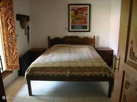 slaapkamer 2 met terras aan binnentuin