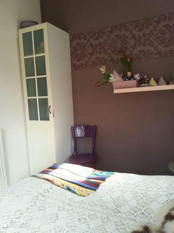 de groteslaapkamer met een 2persoonsbed (140 x 200 cm,)