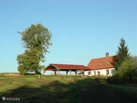 huize bara met grote carport