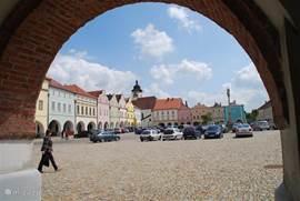 doorkijkje op het mooie plein van Nove Meste
