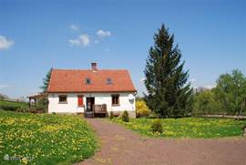 Vanuit het huis kunt u van alles ondernemen. Natuur; cultuur, zweefvliegen (avontuur), dierentuin, karten, lekker (uit-) stedentrips naar: Wroclaw (Breslau 2 uur/heel mooi), Krakau en Auschwitz (4 uur/indrukwekkend en zeer de moeite waard), Praag (180 km)