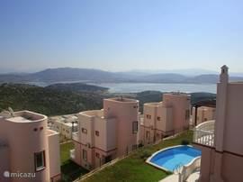 Fantastisch uitzicht op het nabij gelegen Tuzla meer.