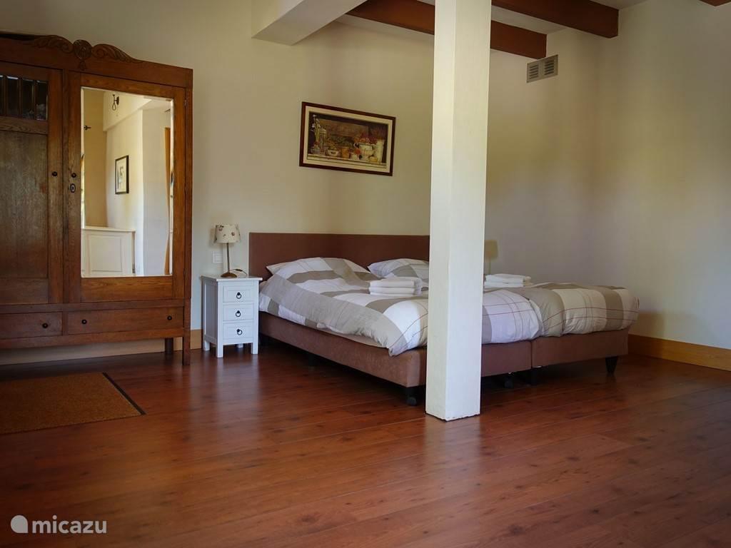 Ruime slaapkamers met 2persoonsbedden, ook voor lange mensen. Bedlinnen inbegrepen.