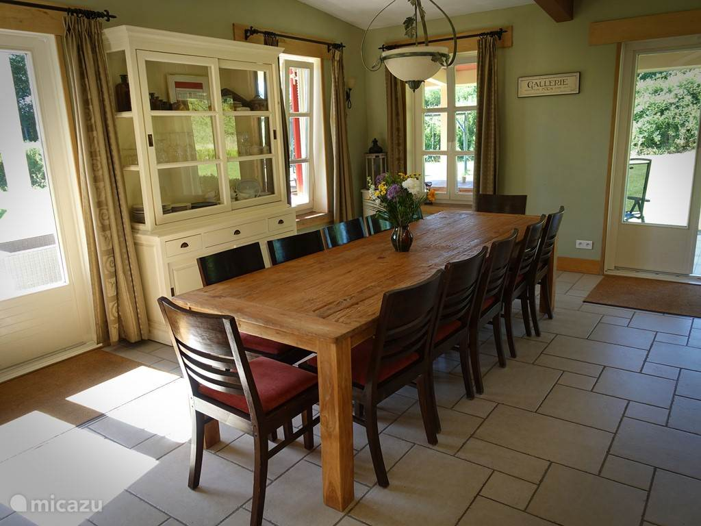 Dining room for 12 people, 2 highchairs. (Free)