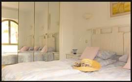 Eerste slaapkamer met uitzicht op het strand