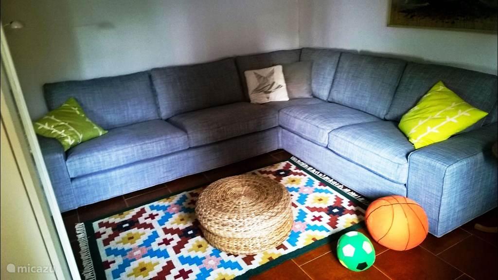 Casa al Pino, de tweede zithoek met hoekbank.