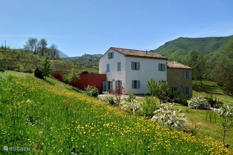 Vakantiehuis Italië, Marche, Poggio San Vicino Appartement Mulino Bianco - Estate