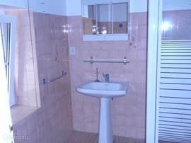 Een heerlijke douche cabine met hele fijne douche.