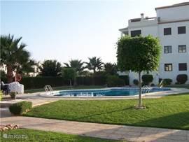 Appartement azahar golf luxe gratis wifi in orihuela costa costa blanca spanje huren - Zwembad met strand ...