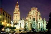 Murcia (op een uur rijden). Een prachtige oude stad. De stad werd tussen 830 en 840 n.Chr., tijdens de Moorse overheersing, door de kalief van Córdoba Abderrachman II, gesticht aan de rivier de Segura. Murcia is een universiteitsstad.