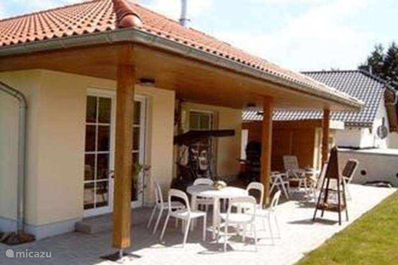 bungalow ferienhaus obermehlen in obermehlen eifel deutschland mieten micazu. Black Bedroom Furniture Sets. Home Design Ideas