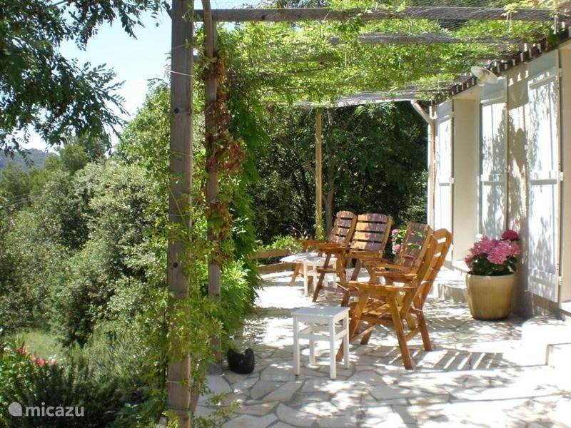 Vacation rental France, Provence, La Roque Alric bungalow Le Cygne