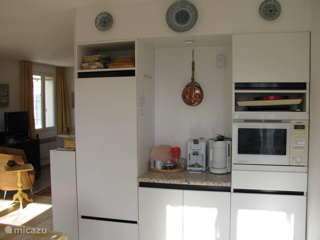 linker keukenblok met koelkast en oven/magnetron