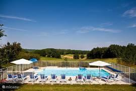 Zwembad van 5 bij 11 meter met prachtig uitzicht over het dal