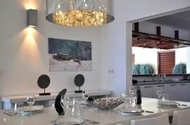 De woonkamer en keuken hebben beiden zeezicht! Voorzien van internet, tv, dvd ... van alle gemakken voorzien voor onze kleine en grote gasten!