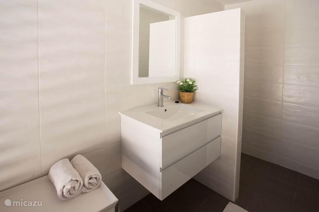 mooie nieuwe badkamers