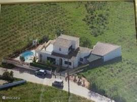 Casa da Vinha staat volledig vrij tussen de wijngaarden van Armacao de Pera/Porches en maar 2,5 km van het strand.