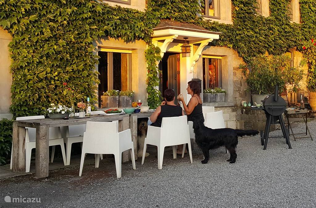 Gite Au Foyer is een knusse vakantiewoning voor 4-8 personen. Ook uw hond is van harte welkom.
