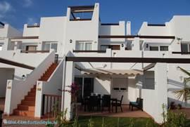 Comfortabel, stijlvol en luxueus ingericht appartement in het Zuid-Oost Spaanse Murcia. Temperatuur gemiddeld 10 graden Celsius boven die in Nederland. Sportmogelijkheden, leuke stadjes, natuurgebieden en stranden vlakbij.